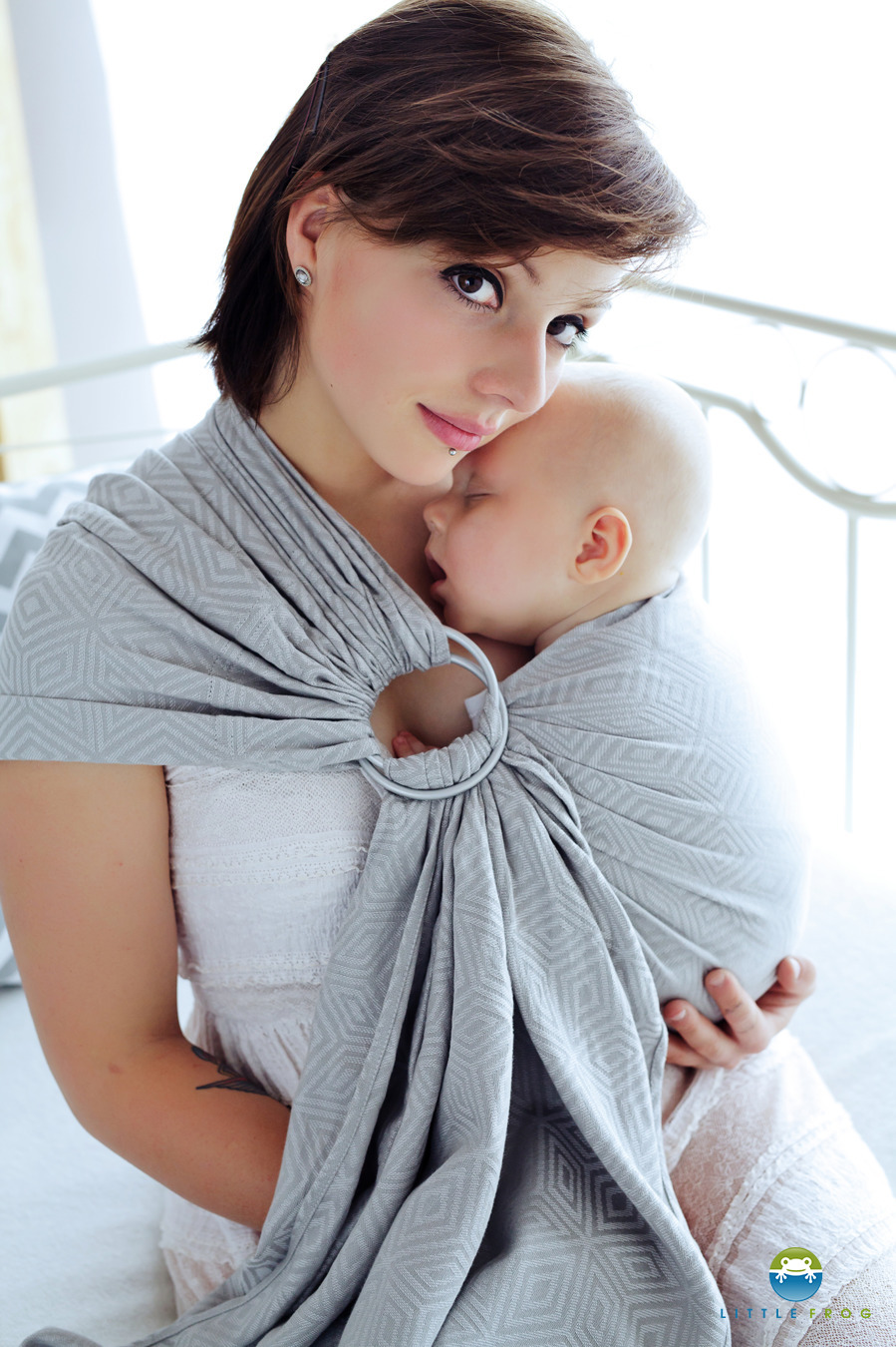 little-frog-grey-cube-ringsling